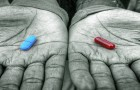blue-pill-red-pill-in-hands-o